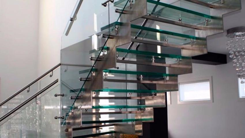 Instaladores de escaleras de cristal